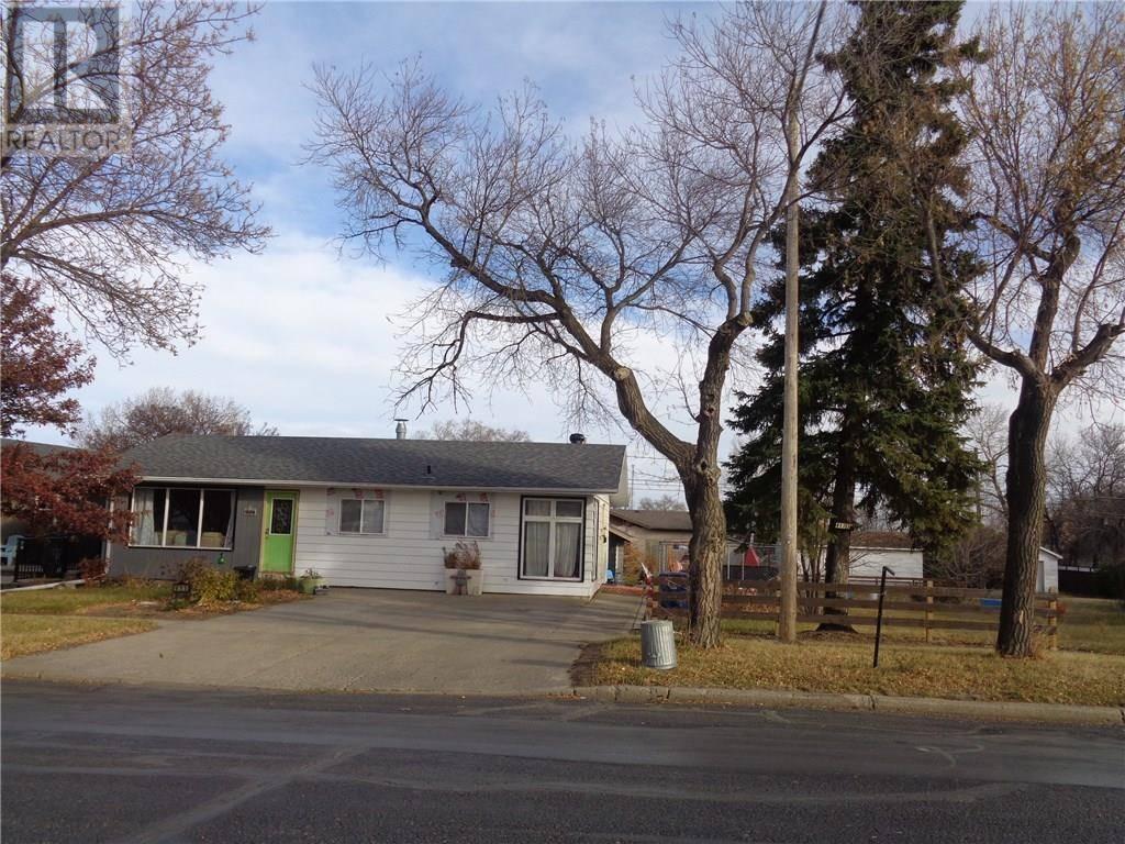 House for sale at 411 3rd Ave E Assiniboia Saskatchewan - MLS: SK768947