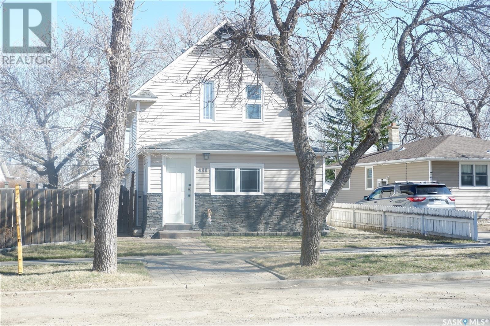 House for sale at 411 4th Ave E Assiniboia Saskatchewan - MLS: SK834426