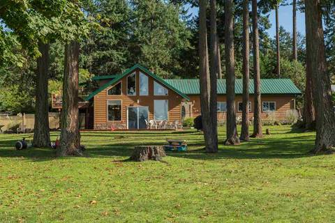 House for sale at 411 Fernhill Rd Mayne Island British Columbia - MLS: R2419125