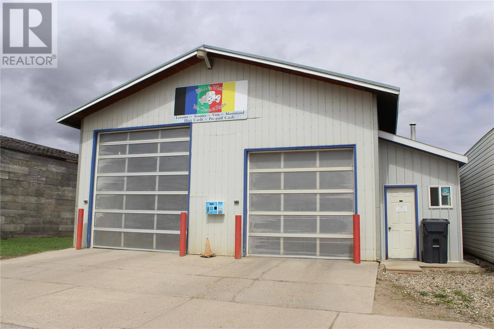 Commercial property for sale at 412 Railway Ave Stoughton Saskatchewan - MLS: SK771152