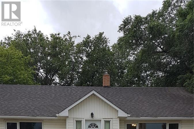 House for sale at 413 1st St Estevan Saskatchewan - MLS: SK831183