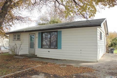 House for sale at 415 Dennis St Herbert Saskatchewan - MLS: SK805974