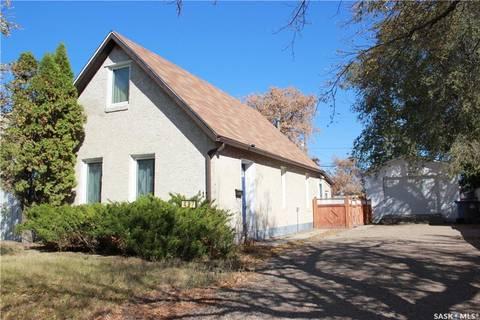 House for sale at 417 3rd St Estevan Saskatchewan - MLS: SK765854