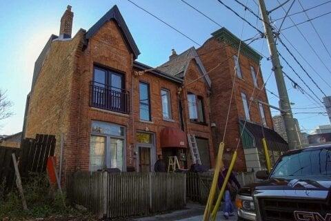 Townhouse for sale at 417 Dundas St Toronto Ontario - MLS: C4986700