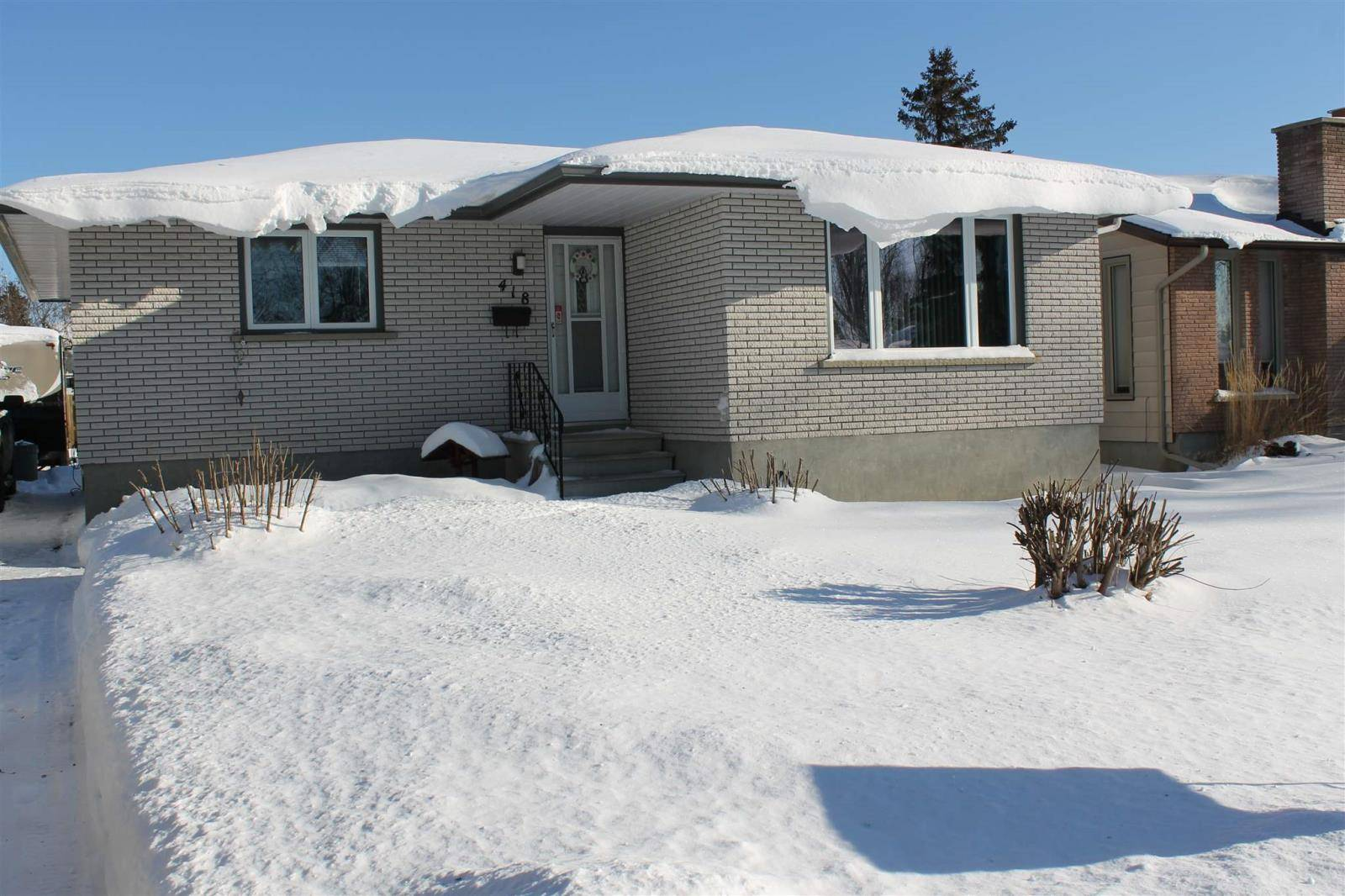 House for sale at 418 Chelsea Cres Thunder Bay Ontario - MLS: TB200046