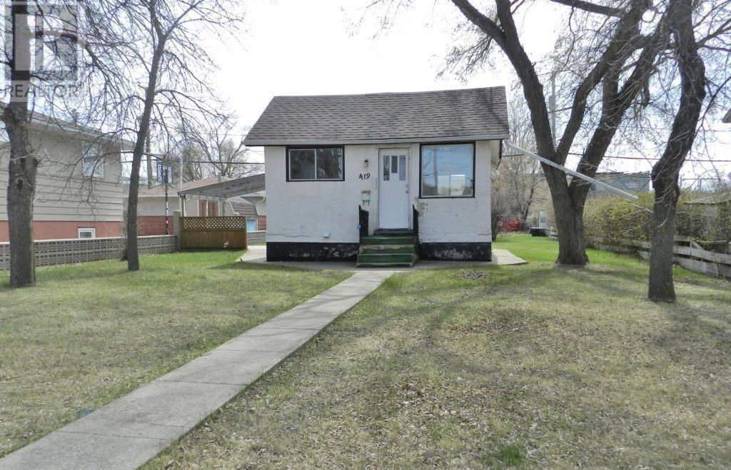 House for sale at 419 Hochelaga St E Moose Jaw Saskatchewan - MLS: SK763479
