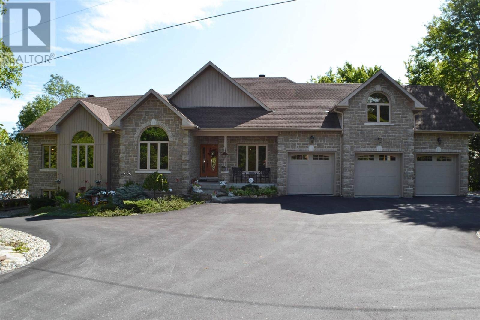 House for sale at 4194 Hiawatha Ln South Frontenac Ontario - MLS: K20001494