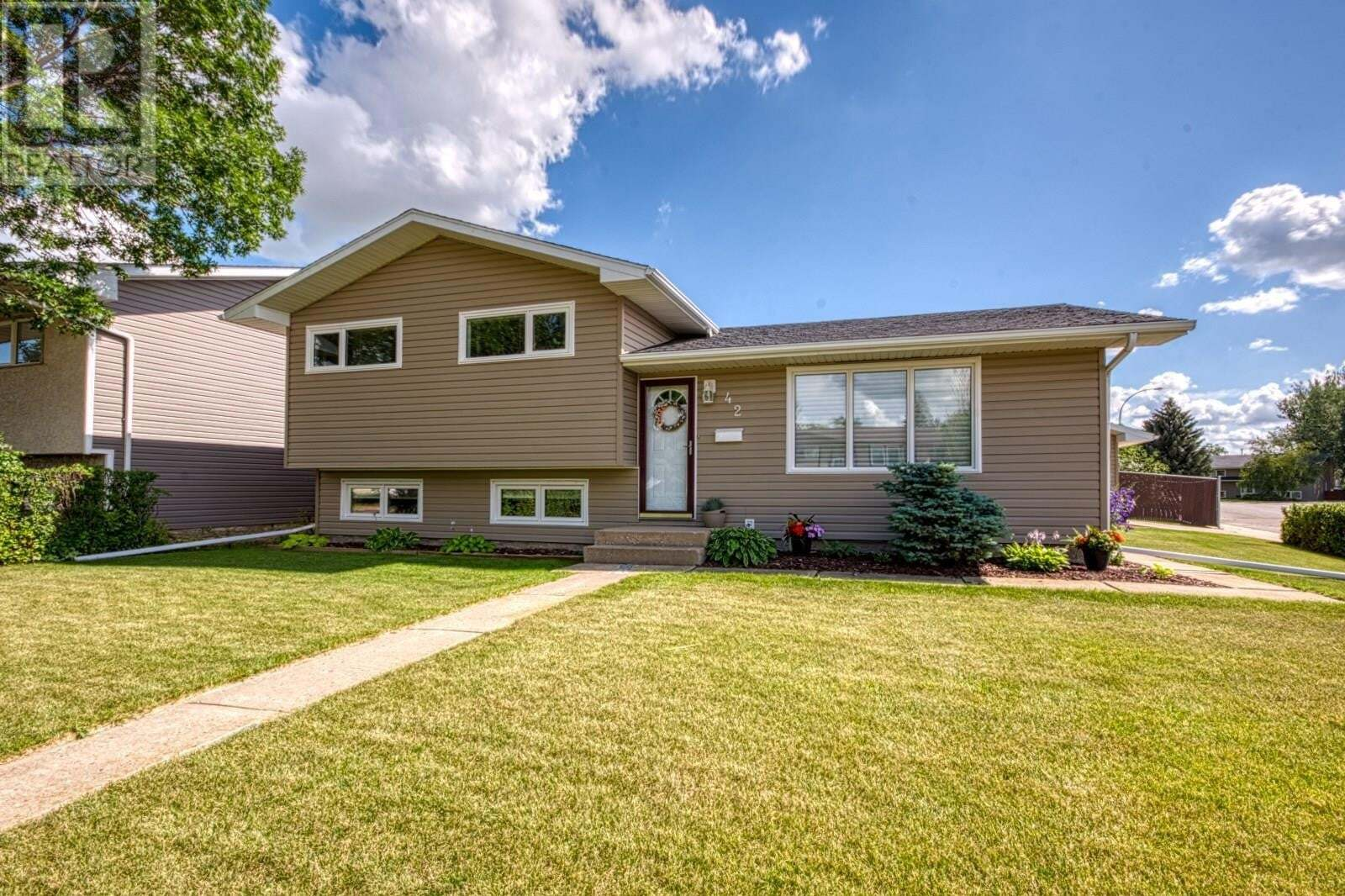 House for sale at 42 Aster Cres Moose Jaw Saskatchewan - MLS: SK819706