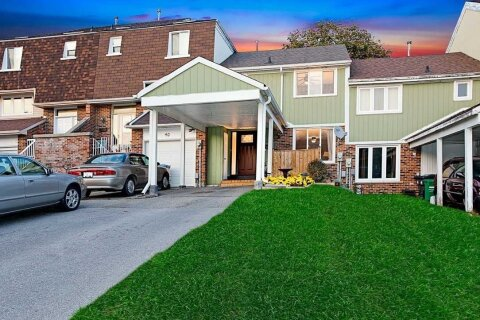 Townhouse for sale at 42 Chambers Ct Brampton Ontario - MLS: W4968946