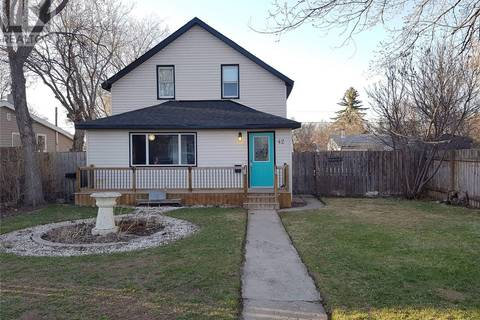 House for sale at 42 Iroquois St W Moose Jaw Saskatchewan - MLS: SK798982