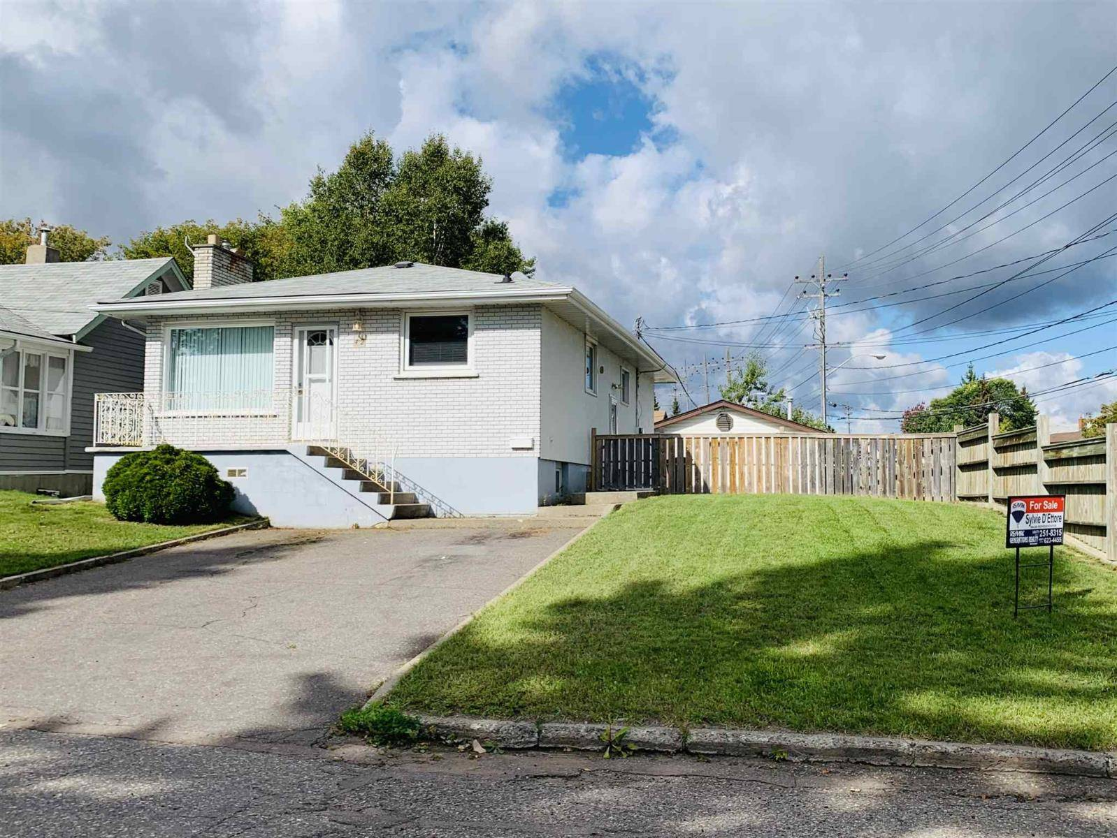 House for sale at 42 Knight St W Thunder Bay Ontario - MLS: TB193191