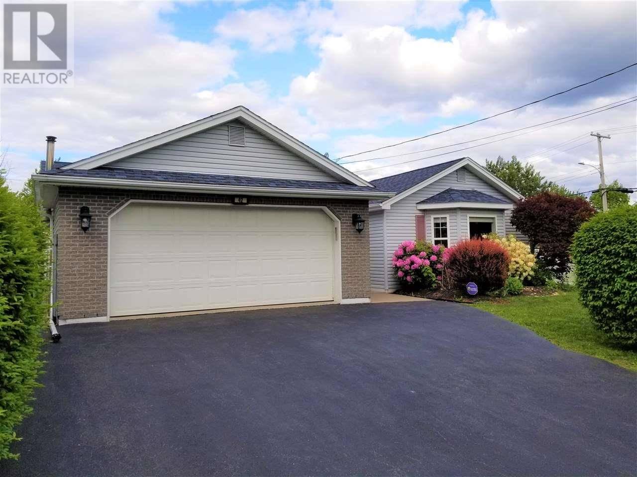 House for sale at 42 Lancaster Dr Dartmouth Nova Scotia - MLS: 201915123