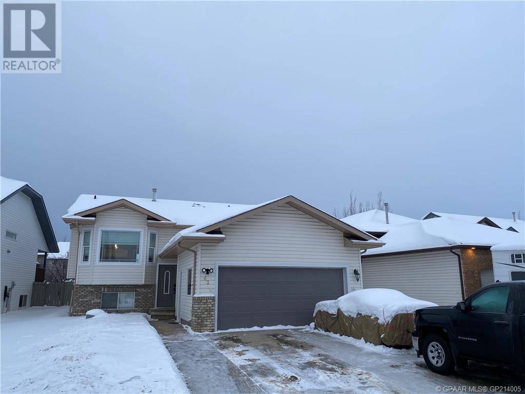 House for sale at 42 Pinnacle Cres Grande Prairie Alberta - MLS: GP214005