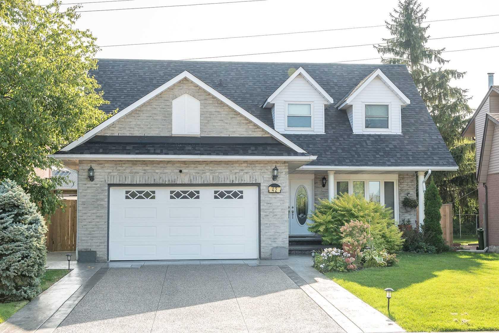 For Sale: 42 Randolf Court, Hamilton, ON | 4 Bed, 4 Bath House for $839900.00. See 40 photos!