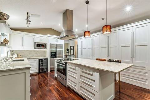House for sale at 420 Sandstone Pl Okotoks Alberta - MLS: C4288266