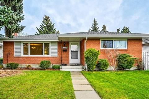 House for sale at 4208 Voyageur Dr Northwest Calgary Alberta - MLS: C4245234