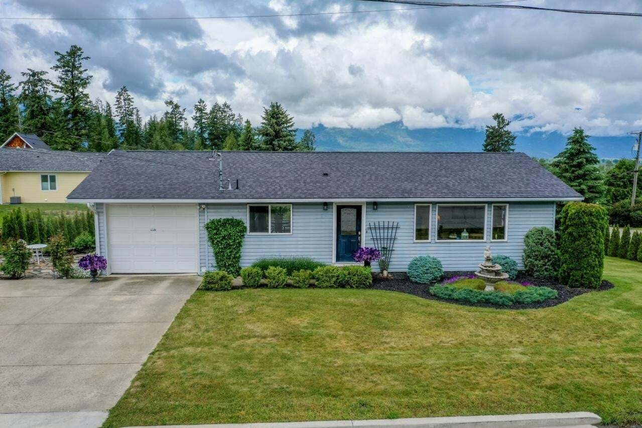 House for sale at 421 Canyon Street  Creston British Columbia - MLS: 2452283
