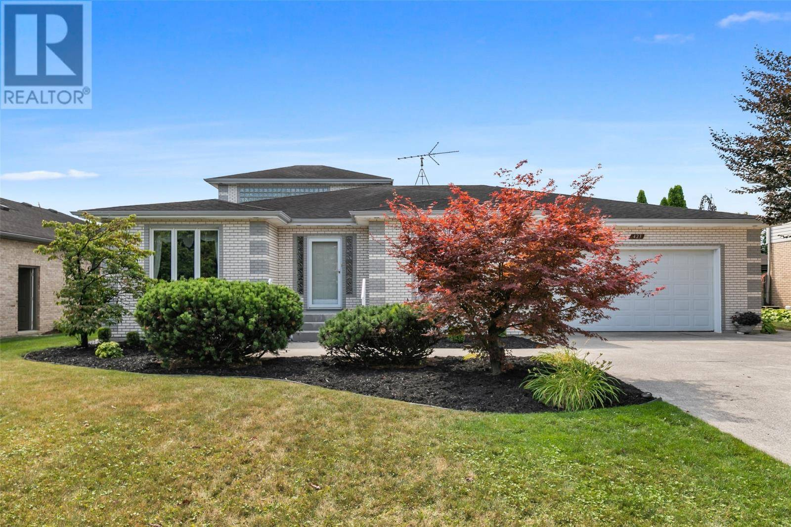 House for sale at 423 Corbett Dr Lakeshore Ontario - MLS: 19025459