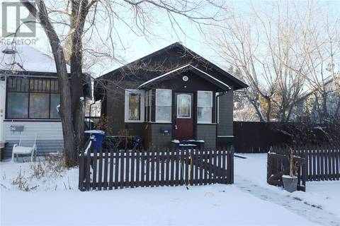 House for sale at 423 K Ave N Saskatoon Saskatchewan - MLS: SK790720