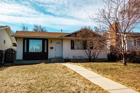 House for sale at 423 Pinewind Rd Northeast Calgary Alberta - MLS: C4239697