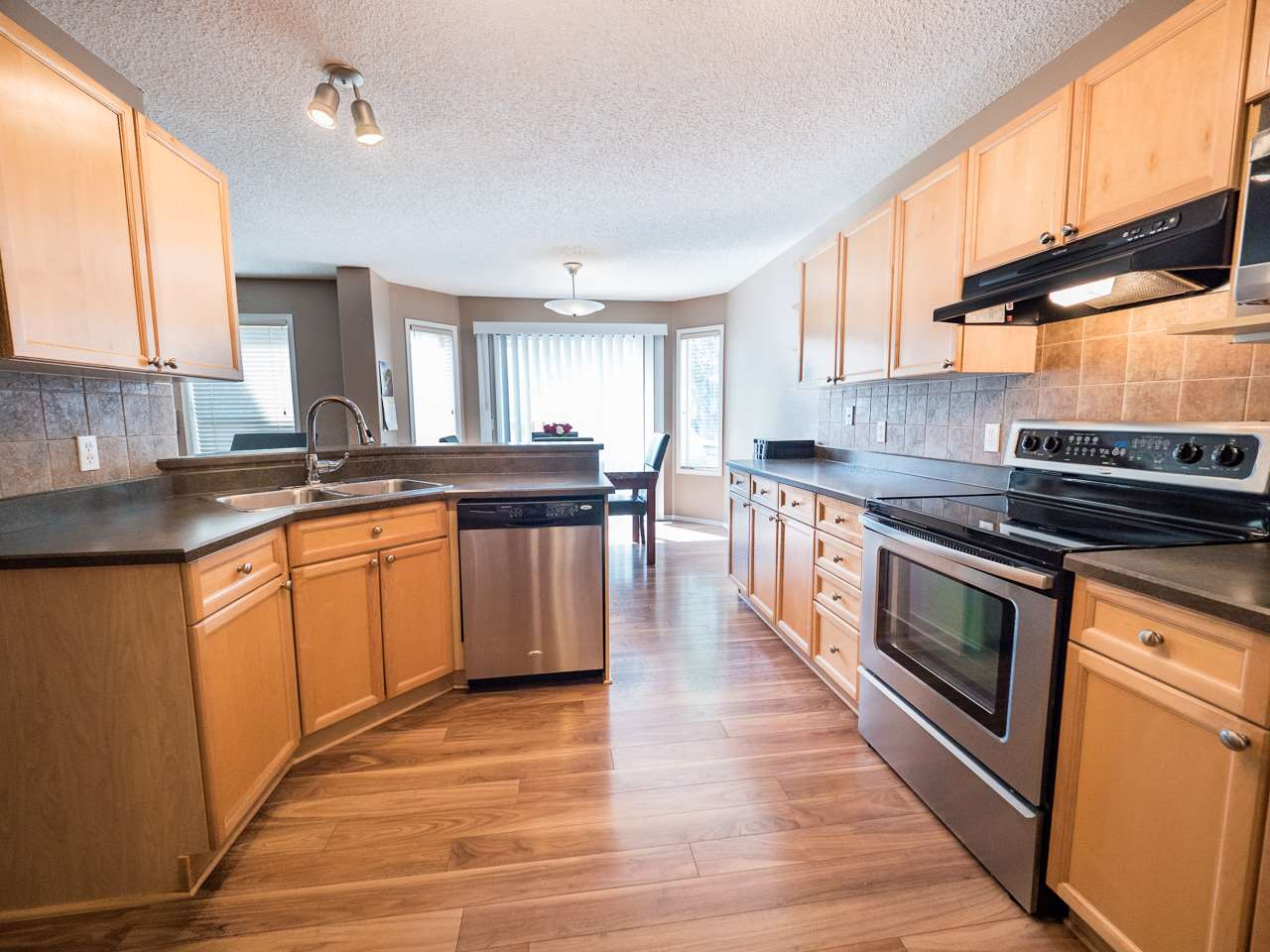 For Sale: 423 Williams Crest, Edmonton, AB | 3 Bed, 2 Bath House for $410,000. See 30 photos!