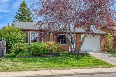 House for sale at 4236 46 St NE Calgary Alberta - MLS: A1024352