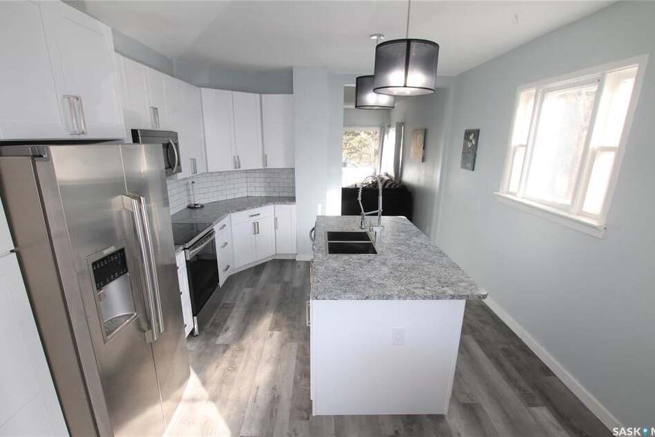 House for sale at 424 3rd Ave NE Swift Current Saskatchewan - MLS: SK810186