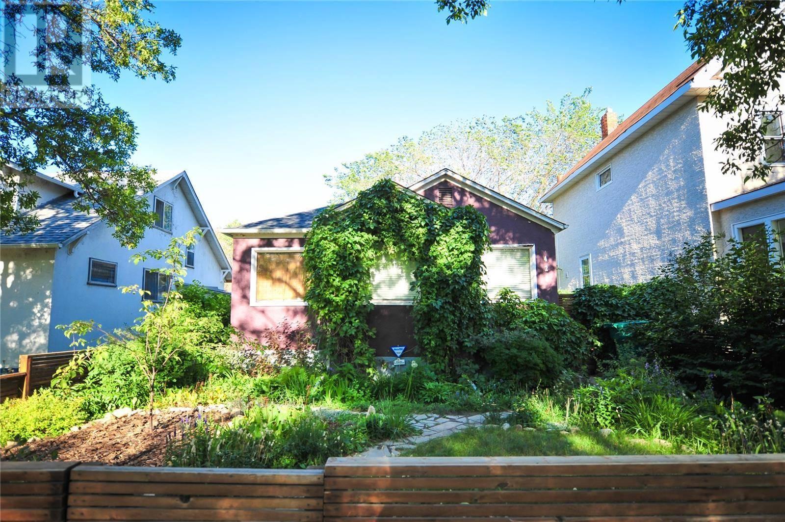 House for sale at 424 H Ave S Saskatoon Saskatchewan - MLS: SK783570