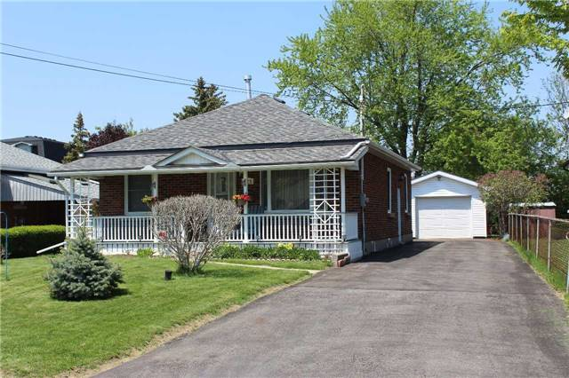 For Sale: 425 Broadway Avenue, Milton, ON | 2 Bed, 2 Bath House for $609,900. See 19 photos!