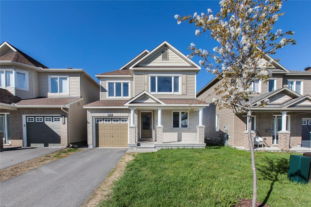 For Sale: 425 Country Glen Way, Ottawa, ON | 3 Bed, 3 Bath House for $449,000. See 20 photos!