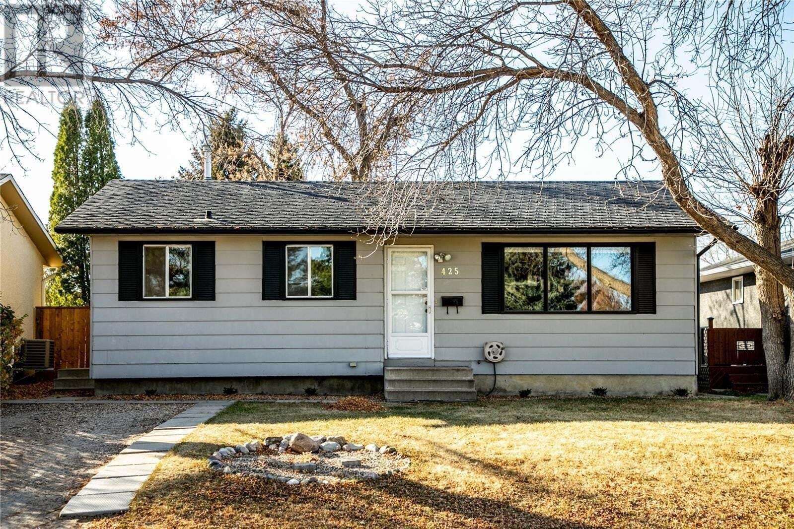 House for sale at 425 Lloyd Cres Saskatoon Saskatchewan - MLS: SK830720
