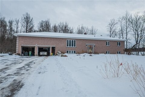 House for sale at 426 Golf Course Rd Pembroke Ontario - MLS: 1222646