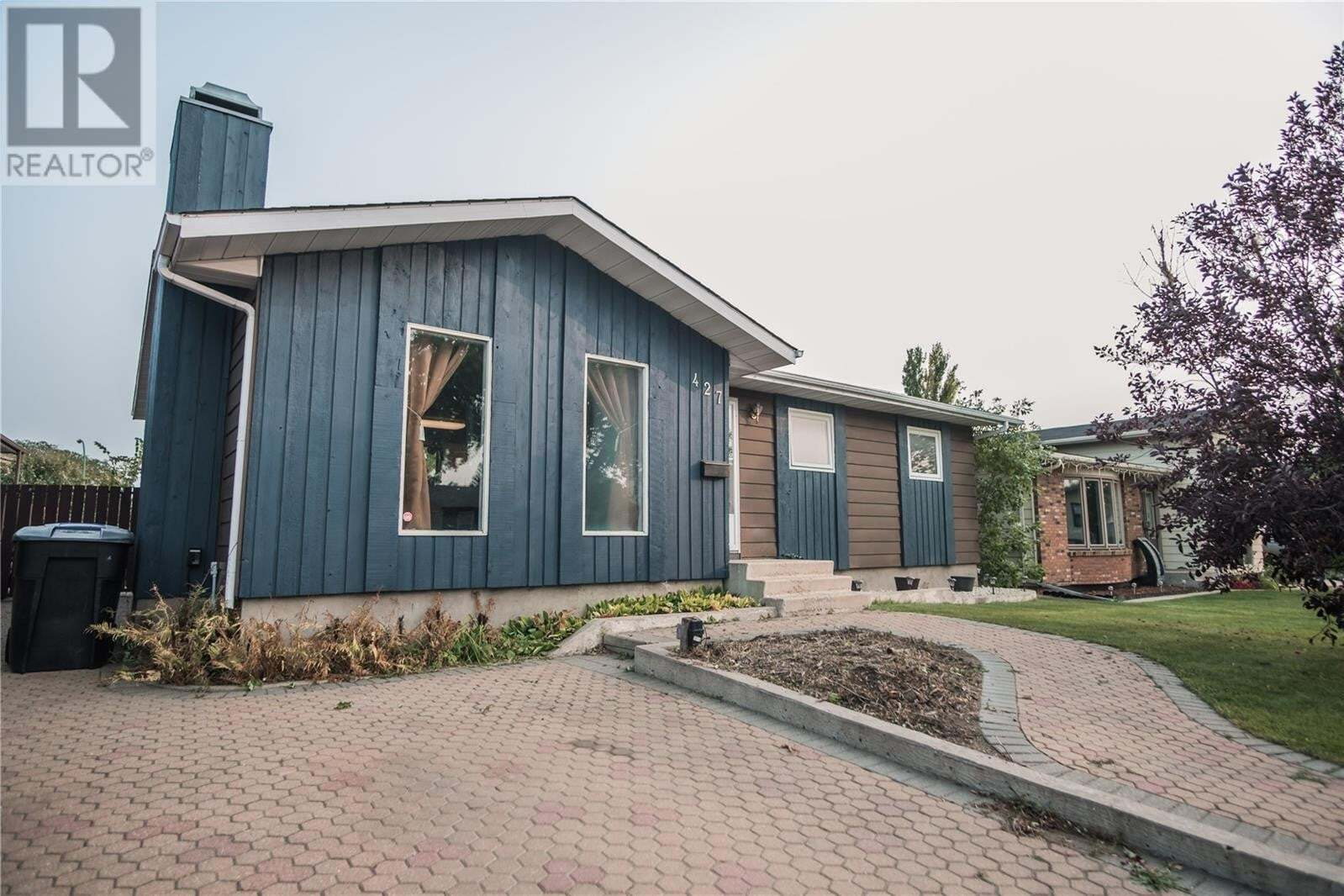 House for sale at 427 Smith Cres Saskatoon Saskatchewan - MLS: SK830337