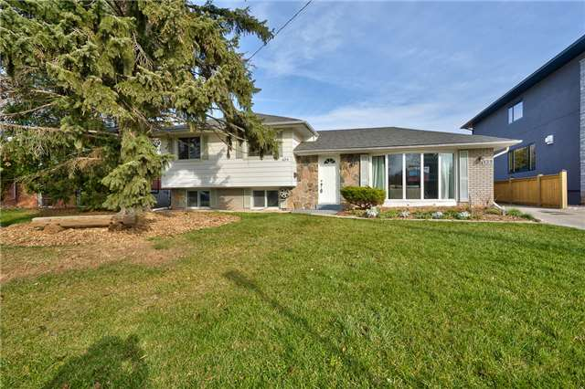 For Sale: 429 Tennyson Drive, Oakville, ON | 3 Bed, 2 Bath House for $1,034,800. See 20 photos!