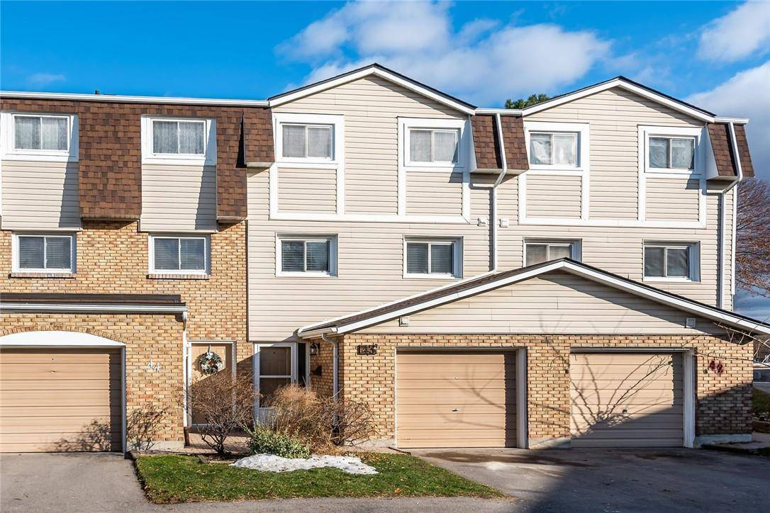 Townhouse for sale at 11 Harrisford St Unit 43 Hamilton Ontario - MLS: H4068409