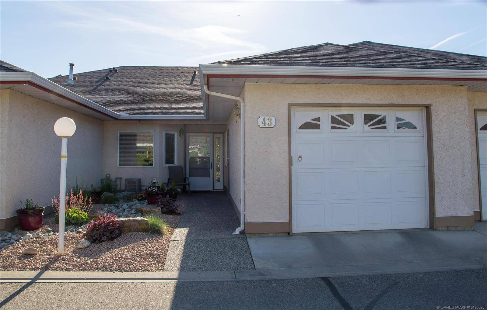 Townhouse for sale at 1874 Parkview Cres Unit 43 Kelowna British Columbia - MLS: 10190325