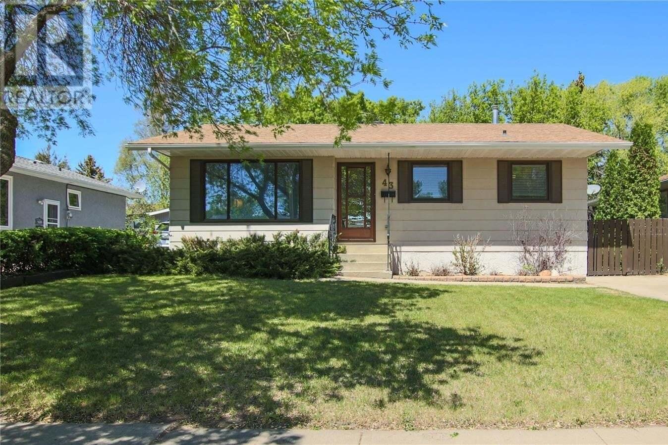 House for sale at 43 Hyland Cres Regina Saskatchewan - MLS: SK810464