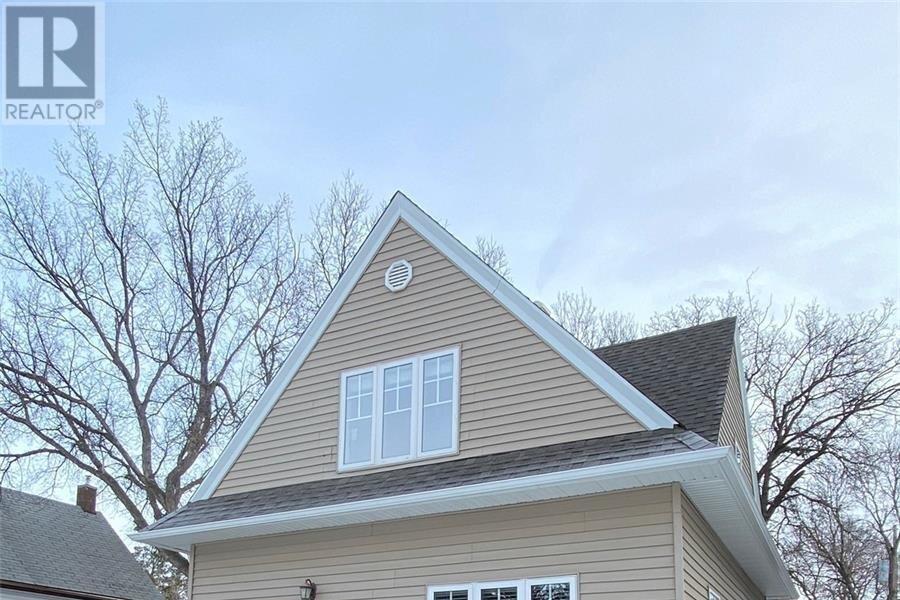 House for sale at 432 Qu'appelle St Weyburn Saskatchewan - MLS: SK838604