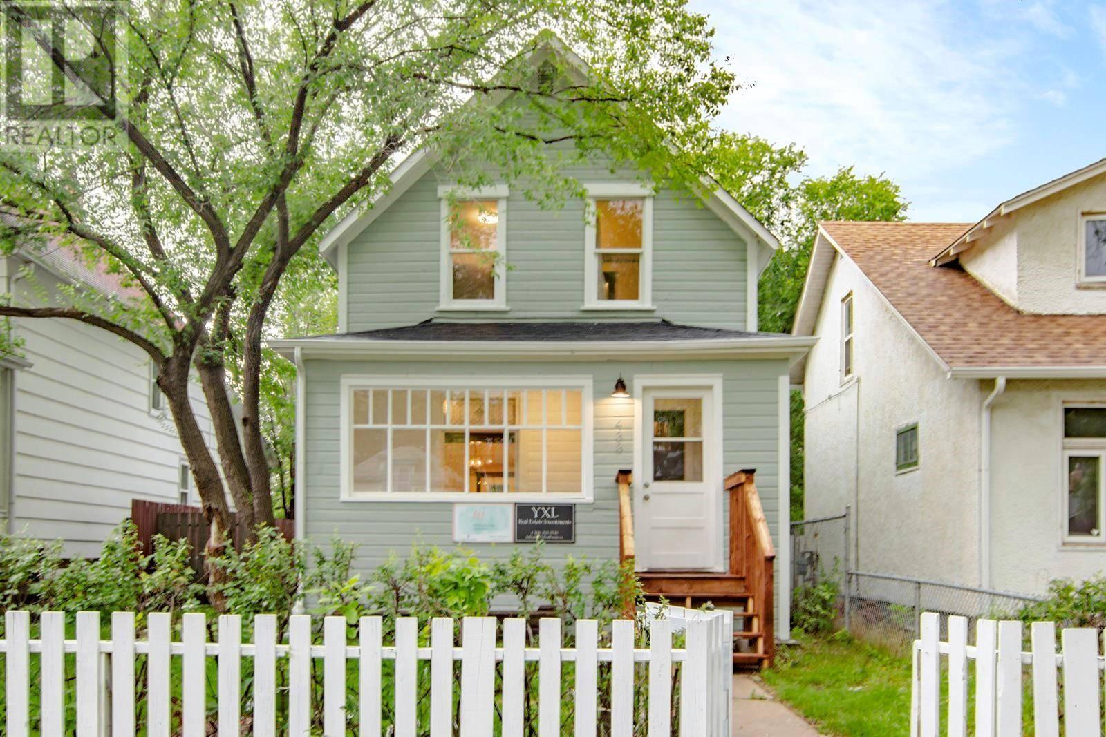 House for sale at 433 H Ave S Saskatoon Saskatchewan - MLS: SK783241