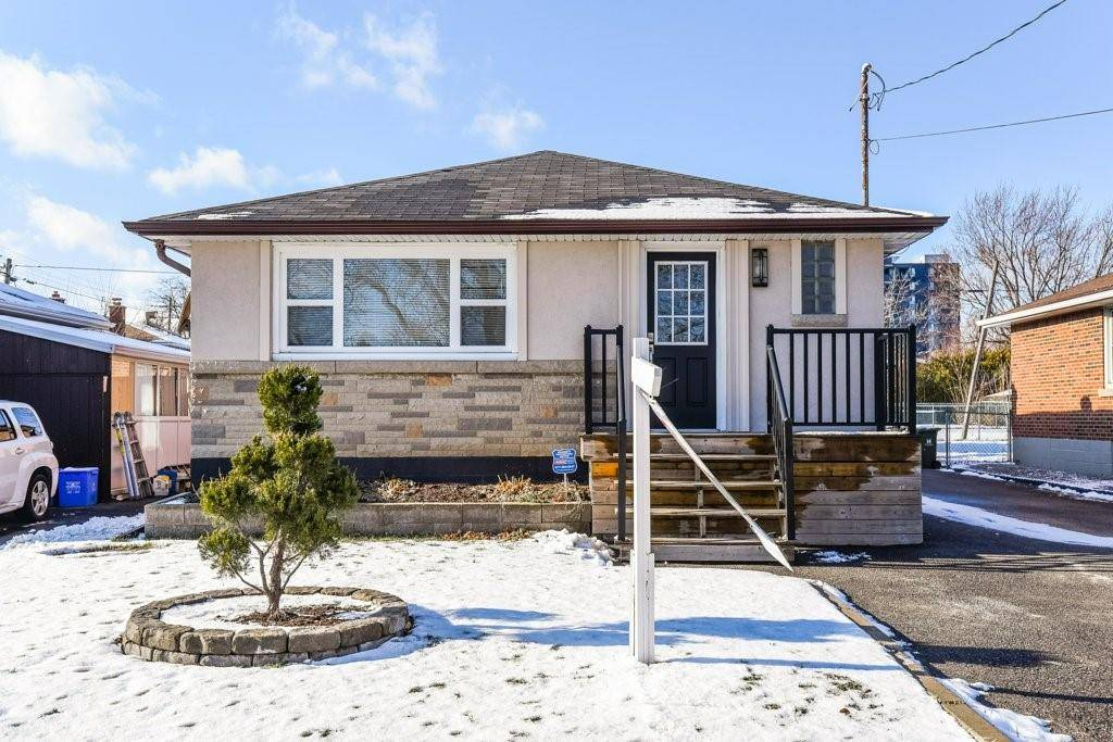 House for sale at 434 43rd St East Hamilton Ontario - MLS: H4069960