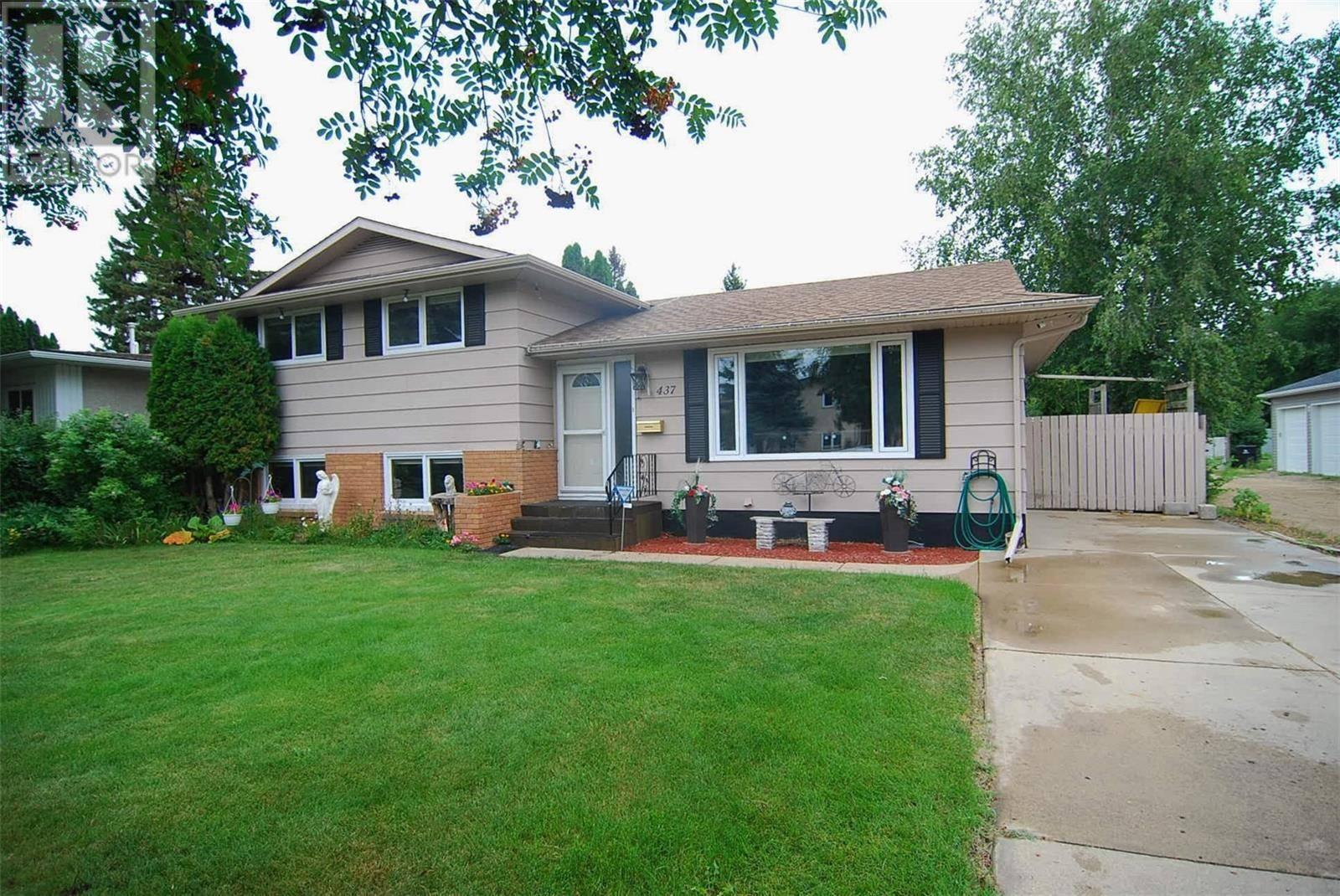 House for sale at 437 East Pl Saskatoon Saskatchewan - MLS: SK782861