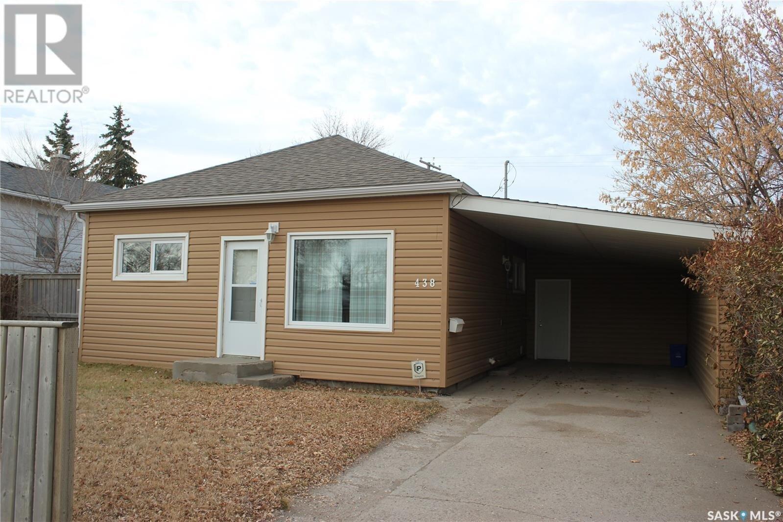 House for sale at 438 Fourth St Estevan Saskatchewan - MLS: SK833295