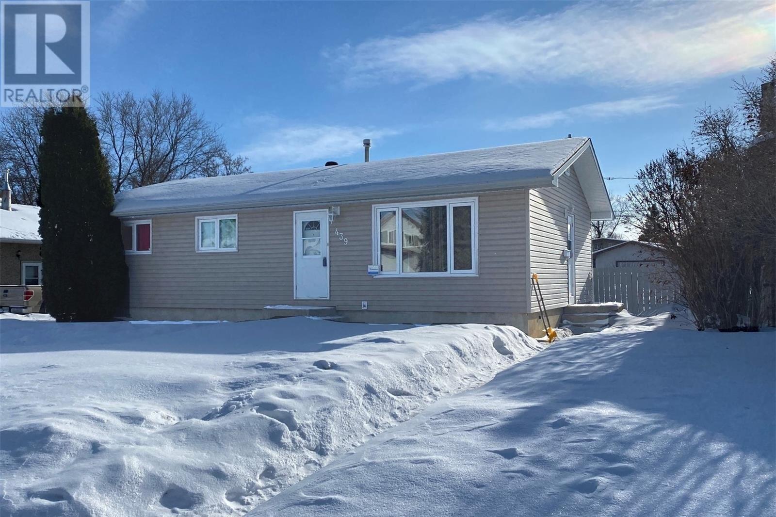 House for sale at 439 27th St E Prince Albert Saskatchewan - MLS: SK827079
