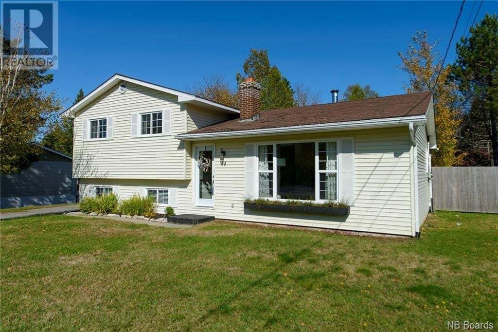 House for sale at 44 Ball Park Rd Rothesay New Brunswick - MLS: NB050497