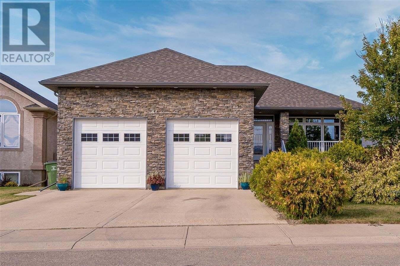 House for sale at 44 Goldenglow Dr Moose Jaw Saskatchewan - MLS: SK827743