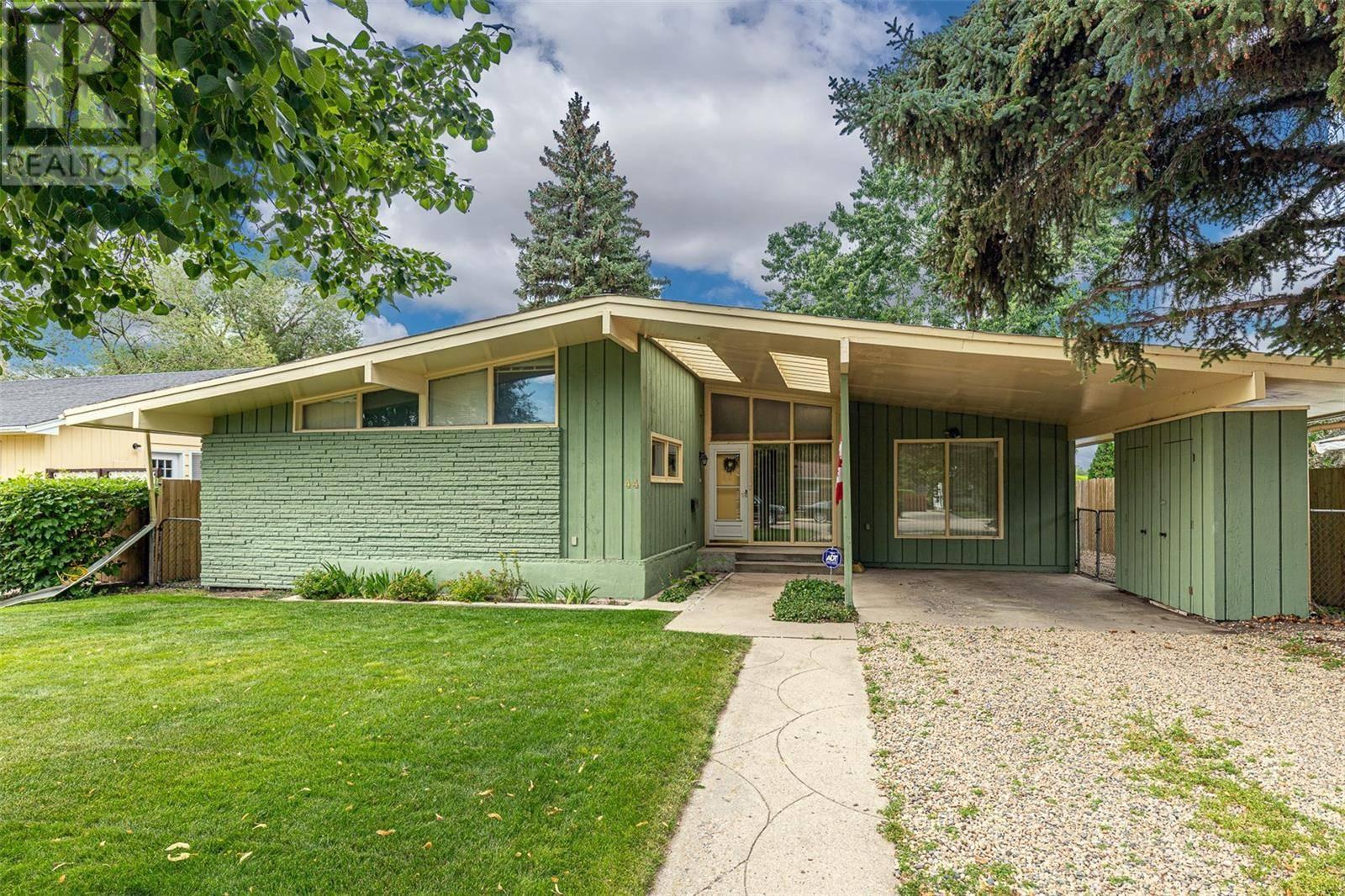 House for sale at 44 Mackenzie Cres Saskatoon Saskatchewan - MLS: SK782347