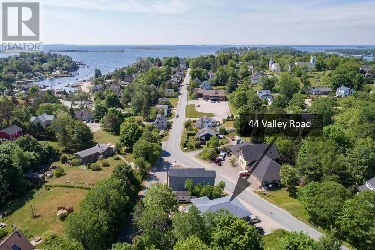 House for sale at 44 Valley Rd Chester Nova Scotia - MLS: 201926391