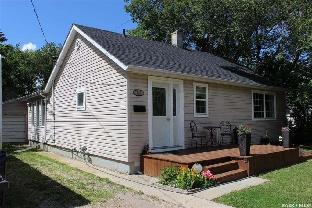 House for sale at 441 5th St NE Weyburn Saskatchewan - MLS: SK815484