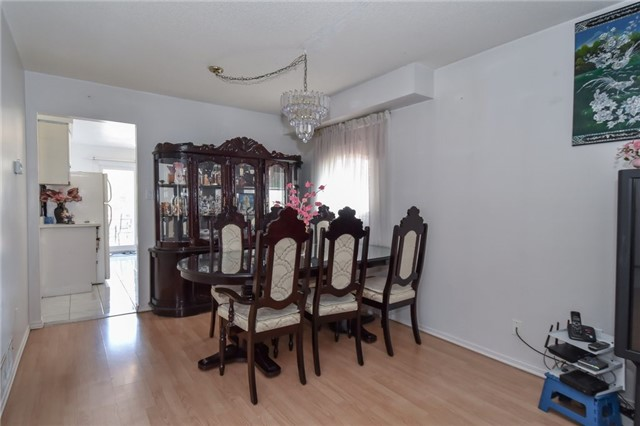 For Sale: 4414 Waterford Crescent, Mississauga, ON | 3 Bed, 4 Bath House for $879,000. See 19 photos!