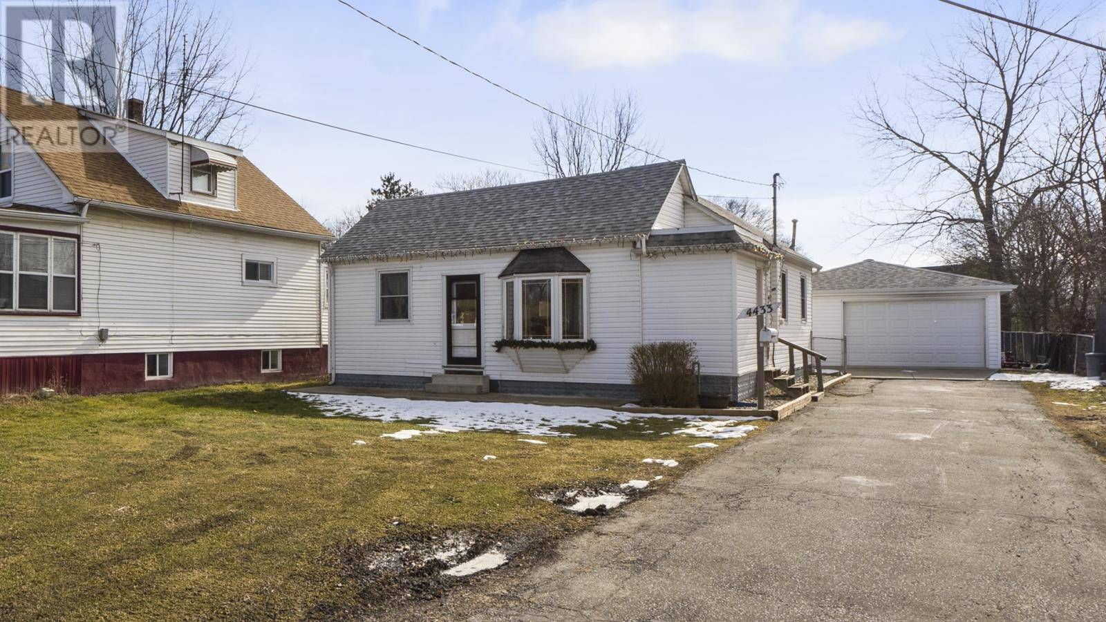 House for sale at 4433 Wyandotte St East Windsor Ontario - MLS: 20002008